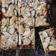 apricot-almond shortbread bars